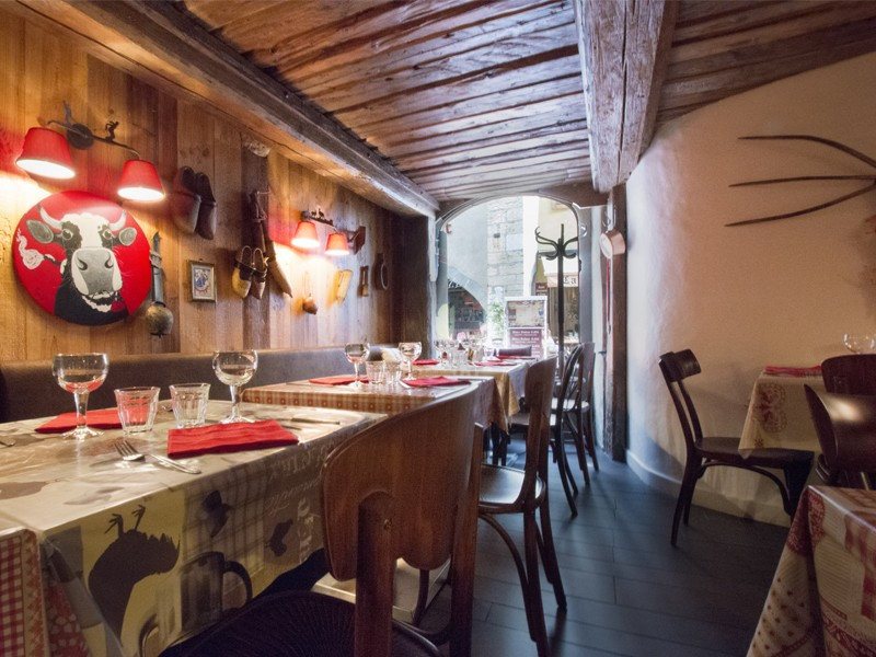 restaurant a volonte annecy. Black Bedroom Furniture Sets. Home Design Ideas